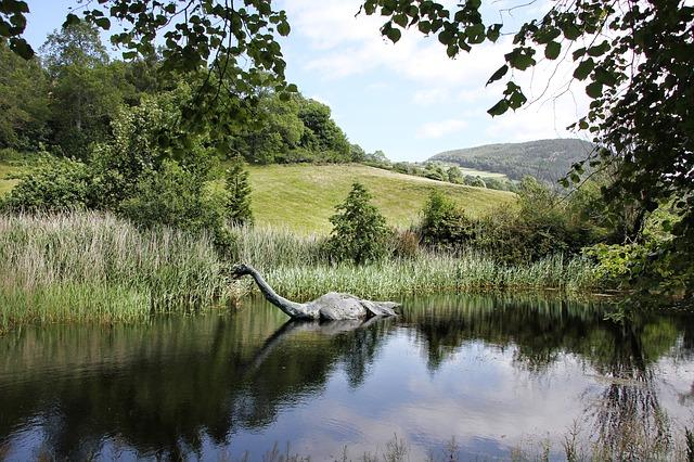 Loch Ness Si Moster Danau ( GregMontani_pixabay.com)