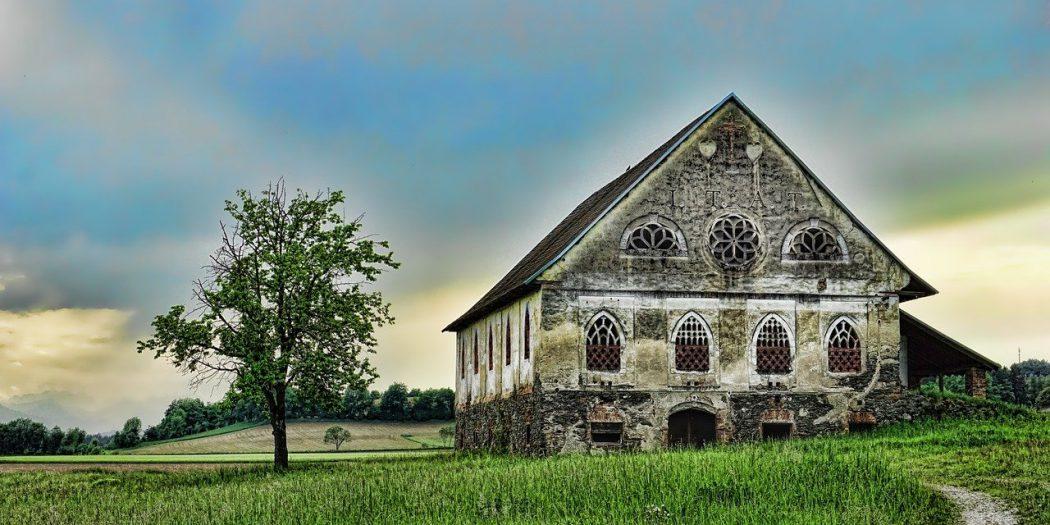 Rumah Ageung Sumber foto : Gambar olehSchwoazedariPixabay][